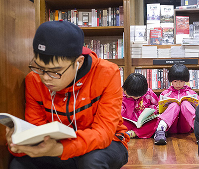 Customers young and old reading at Eslite Bookstore