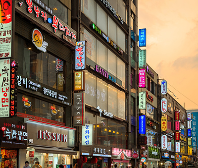 The neon lights of Dongdaemun (Photo: Freedom Man / Shutterstock.com)
