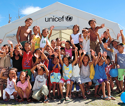 Children outside a UNICEF tent in the village of San Roque in Leyte (Photo: UNICEF Philippines)