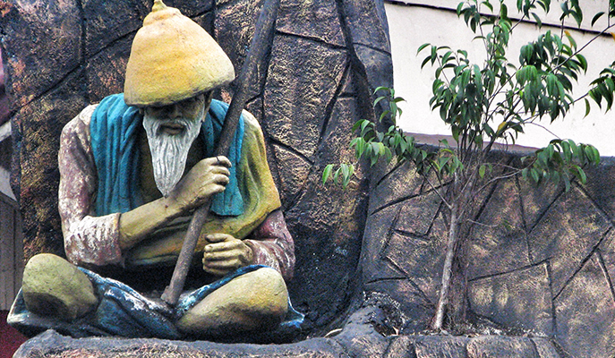 The nuno (dwarf) statue found in the streets of Angono