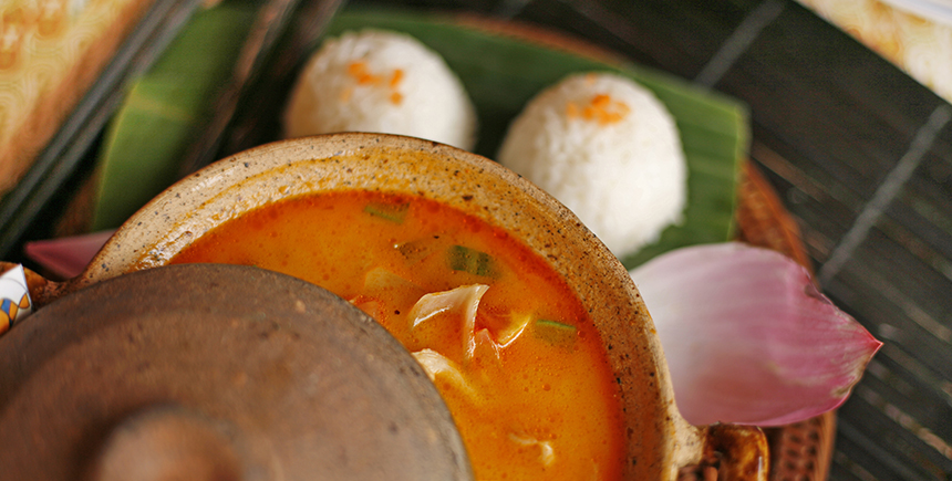 khao gaeng, or rice and Thai curry