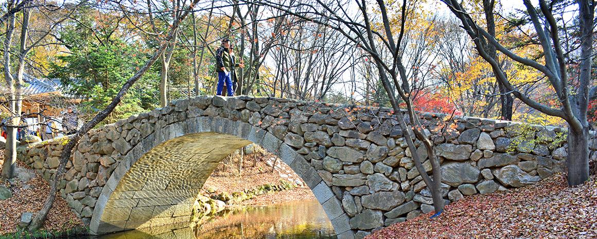 A picturesque bridge in the Korean Folk Village