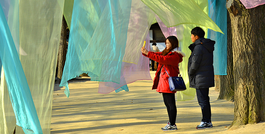 A photogenic spot in the park features Korean silk