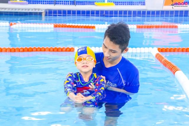 Trường mầm non ở Dịch Vọng sở hữu bể bơi tiêu chuẩn Mỹ, đẳng cấp Quốc tế