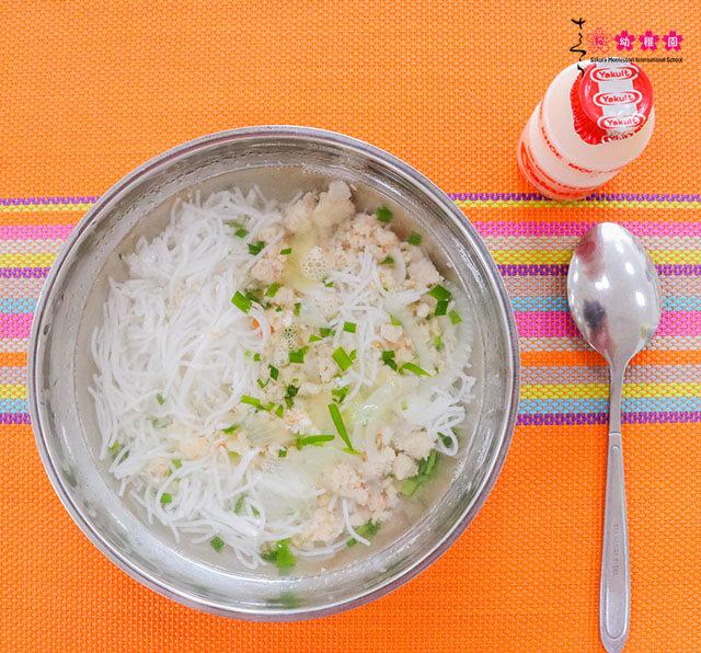 Sakura Montessori Hạ Long đảm bảo chất lượng bữa ăn học đường như thế nào?