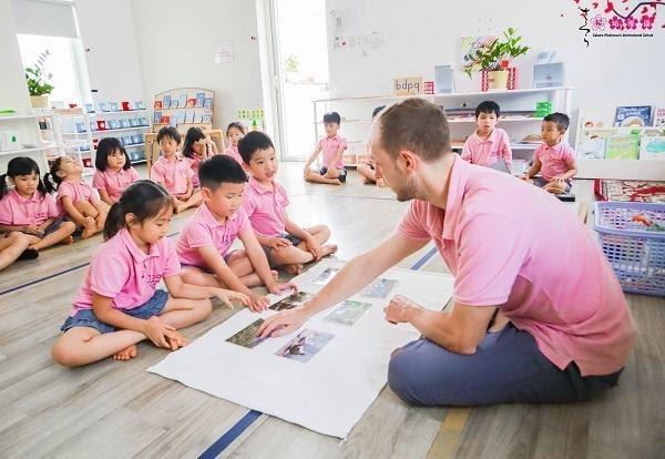 giáo viên tại trường Sakura