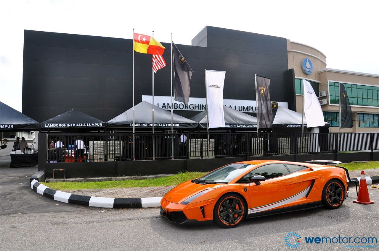 Lamborghini opens new 3s centre in glenmarie for Car showroom exterior design