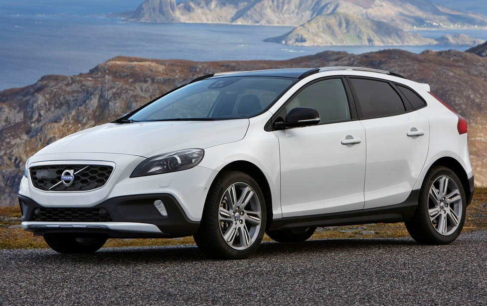 Volvo v40 cross country gets drive e unit and awd for Cross country motor club phone number