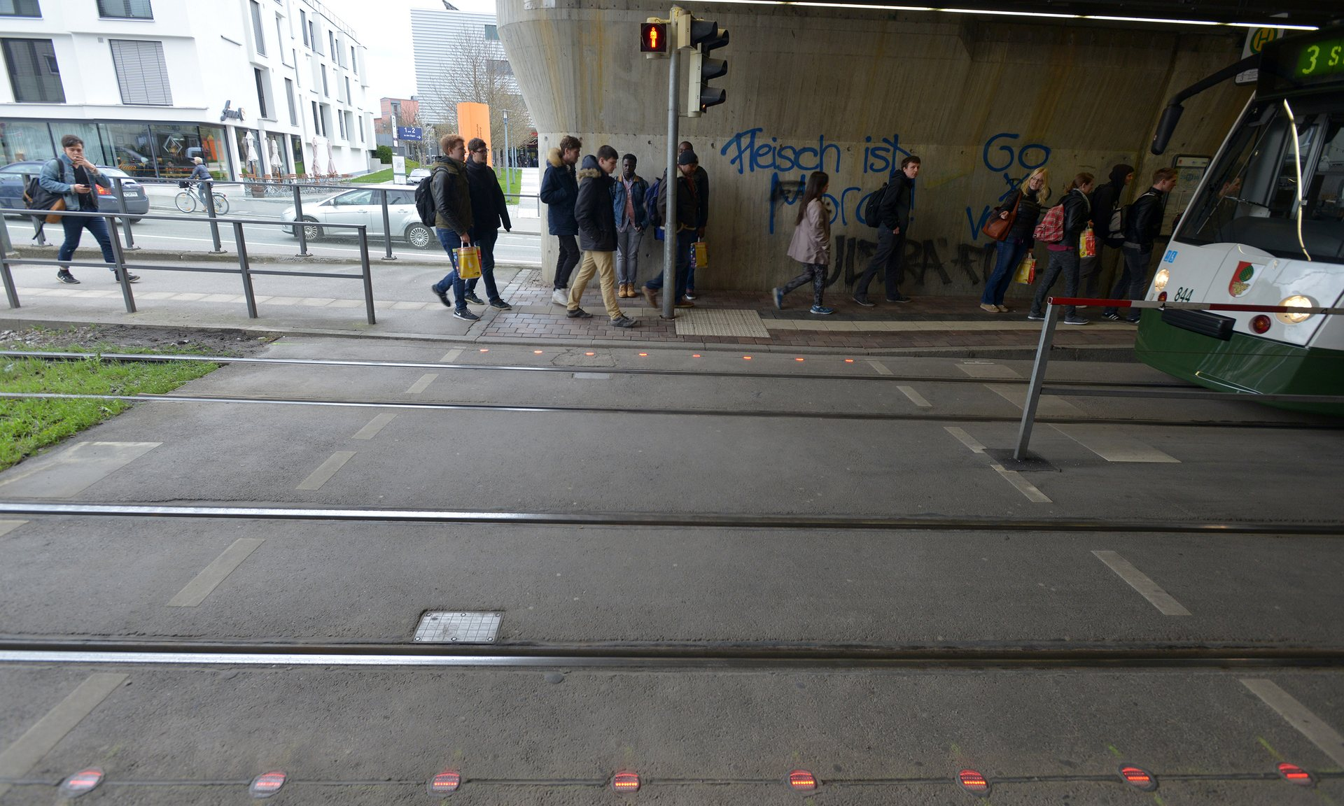 lights on the ground for smartphone zombies