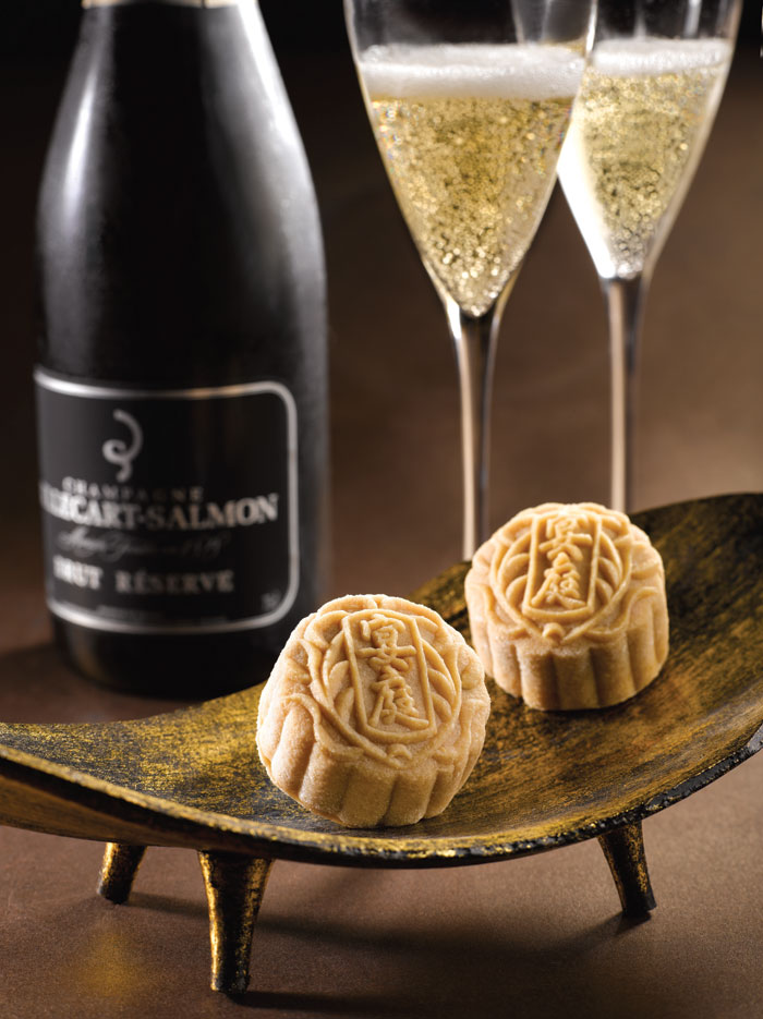 st-regis-royal-milk-tea-snowskin-mooncake-with-red-bean-paste-and-white-chocolate-champagne