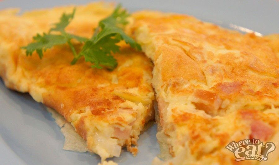signature-stone-cheese-onion-ham-omelette