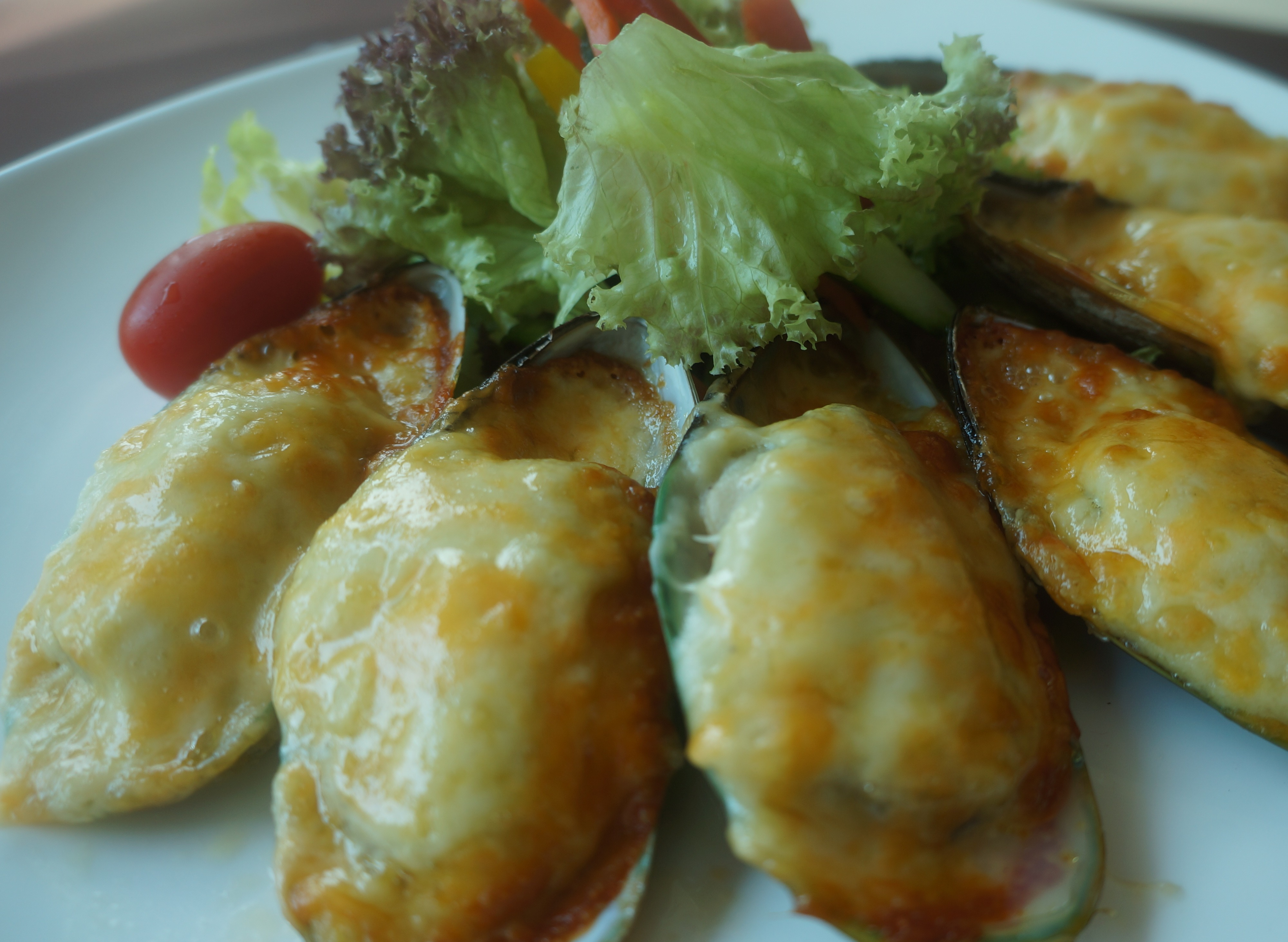 Baked Mussels with Cheese (1/2 dozen)
