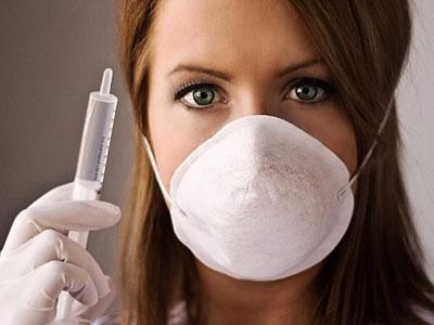 ></figure></div><ul><li>Cần phải tiêm phòng cho cộng đồng hàng năm trước mùa cúm. Những người  nên tiêm văcxin cúm hàng năm là những người có nguy cơ mắc bệnh cúm và  có nguy cơ có biến chứng cao của bệnh cúm, bao gồm:</li><ul><li>Tất cả trẻ em từ 6 đến 23 tháng và những người từ 65 tuổi trở lên;</li><li>Người lớn và trẻ em từ 6 tháng trở lên bị bệnh tim hoặc phổi mạn  tính, bệnh hen, rối loạn chuyển hóa (ví dụ bệnh tiểu đường), bệnh thận  mạn tính, hoặc suy giảm hệ miễn dịch.</li><li>Phụ nữ dự định có thai trong mùa bệnh cúm;</li><li><span>Những người sống trong các nhà dưỡng lão và các cơ sở chăm sóc dài hạn.</span></li><li>Những người tiếp xúc mật thiết với các bệnh nhân như cán bộ y tế, người cùng nhà với bệnh nhân....</li></ul><li><span>Chống chỉ định dùng văcxin đối với người có dị ứng với protein trứng hoặc với các thành phần khác của văcxin.</span></li></ul></div></div><div class=