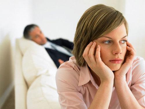 ><figcaption></figcaption></figure></div><ul><li><span>Hạch hạ cam mềm</span><span>Hạch xuất hiện vài ngày đến 2 tuần sau phát săng, thường gặp ở phái nam, rất hiếm ở phái nữ.</span><span>Thường gặp hạch ở bẹn.</span><span>Hạch viêm đau, sưng to dần, làm mủ dính vào da sau đó vỡ ra thành lỗ dò dịch mủ có màu chocola chảy ra. Lỗ dò tự tạo săng mới do quá trình tự tiêm nhiễm gọi là sự hóa săng. </span></li></ul><h4><span>Dạng lâm sàng</span></h4><ul><li>Hạ cam mềm thoáng qua:<span>Một vết loét nông, nhỏ, lành tự nhiên, không để lại sẹo, có thể có hạch bẹn cấp tính, sau đó nung mủ. Dạng này hiếm gặp.</span></li><li>Hạ cam mềm khổng lồ:<span>Sang thương đơn độc, lan tỏa ra ngoại biên và làm ổ loét lan rộng.</span></li><li>Hạ cam mềm dạng nhỏ:<span>Dạng có săng nhỏ.</span></li><li>Hạ cam mềm dạng herpes:<span>Loét thường nông và dạng này dai dẳng hàng tháng, hàng năm.</span></li><li>Hạ cam mềm dạng hỗn hợp:<span>Là hỗn hợp của giang mai và hạ cam mềm.</span></li></ul><div class=