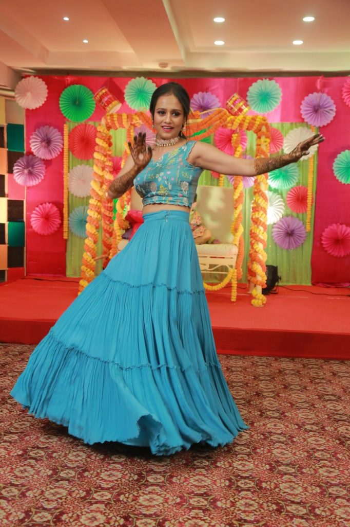 Kolkata bride in blue lehenga for mehendi