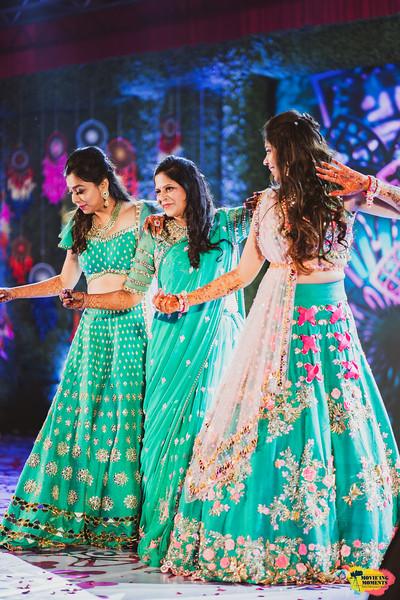 Bride's dance performance on Mehendi