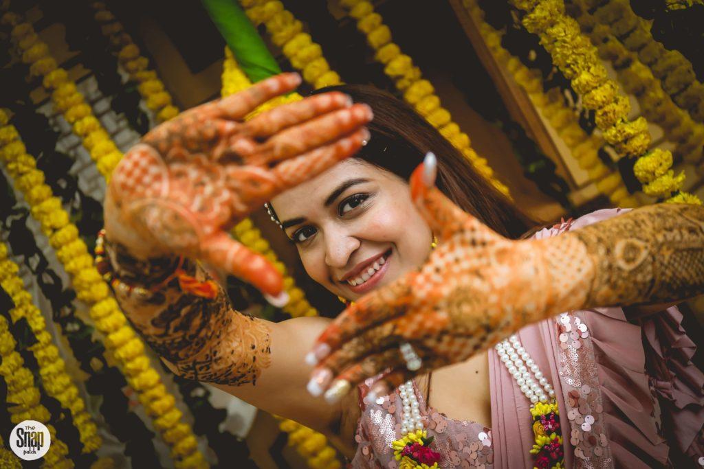 Delhi bride in pink pre-draped saree for Mehendi & Cocktail night