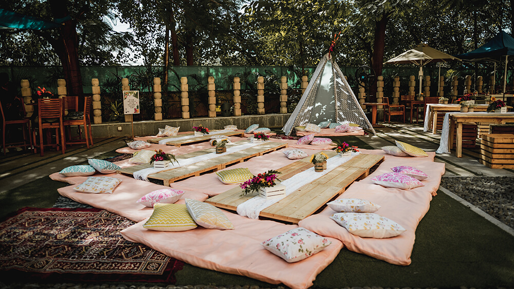 Floor seating ideas for home wedding