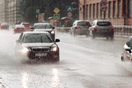 5 วิธีขับรถหน้าฝนอย่างไร ให้มั่นใจ ไร้อุบัติเหตุ
