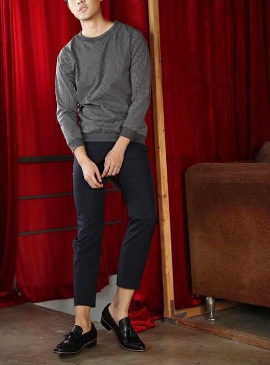 เสื้อแขนยาว Black - Striped sweater : 1,190 THB