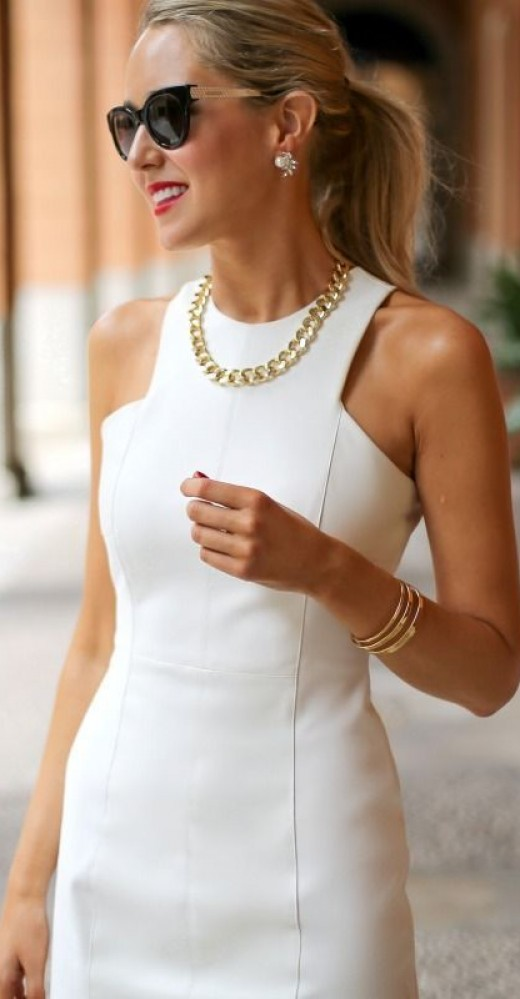 gold-accessories-with-white-dress-520x999