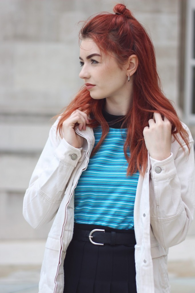 turquoise-striped-tshirt-white-denim-jacket 01