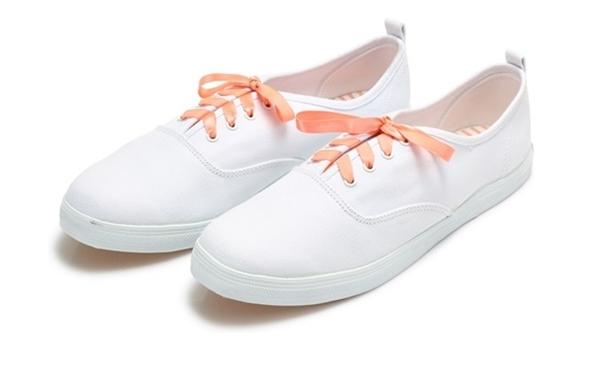 รองเท้าสีพาสเทล