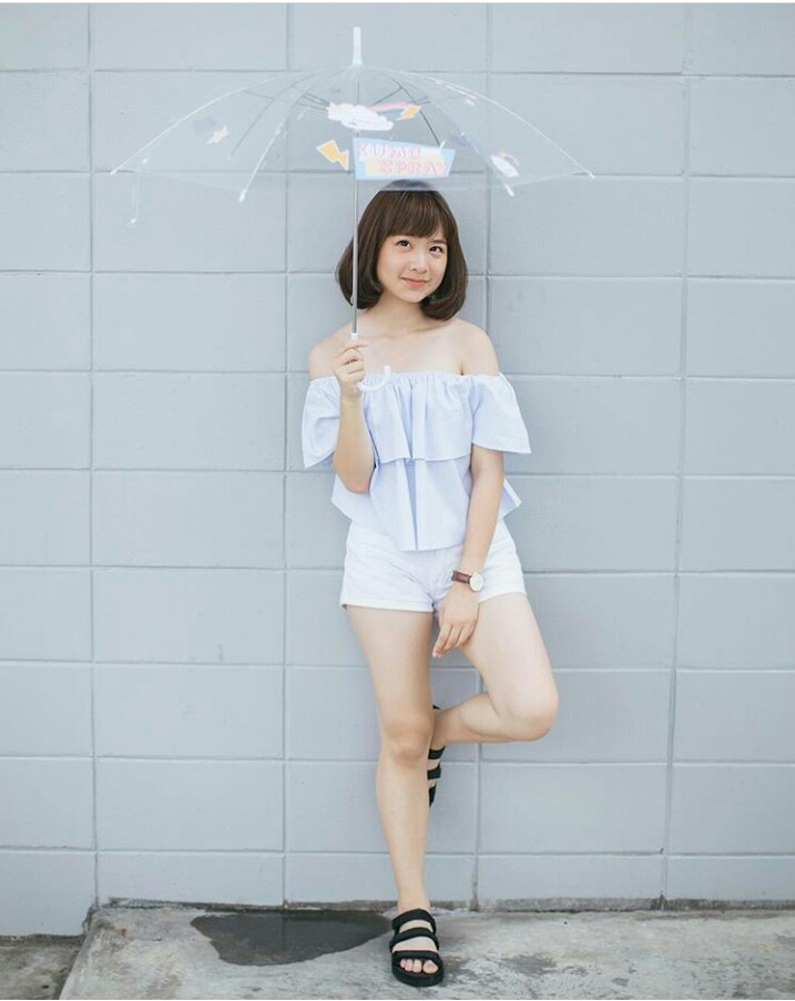 girl with flipflop_๑๗๐๕๒๒_0001
