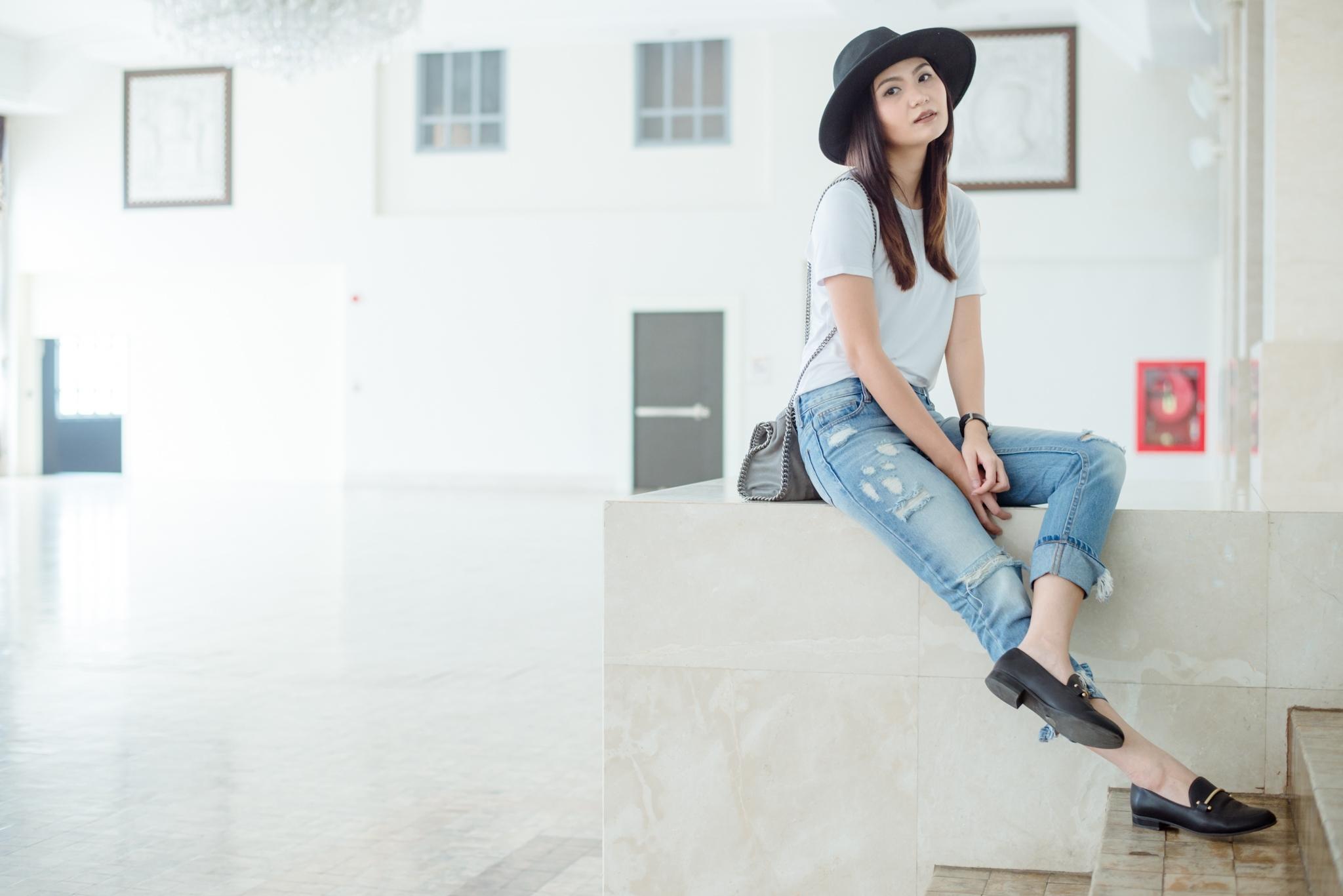 เสื้อยืดสีขาว+กางเกงยีนส์