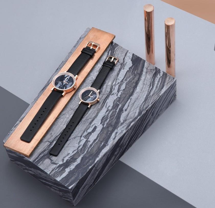 นาฬิกาสีดำ