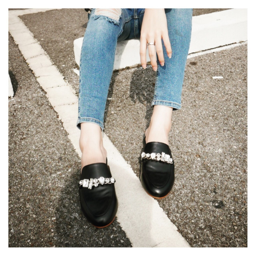 รองเท้าสีดำ