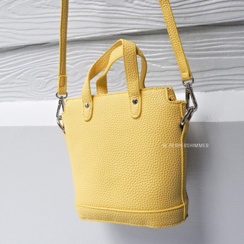 กระเป๋าสีเหลือง