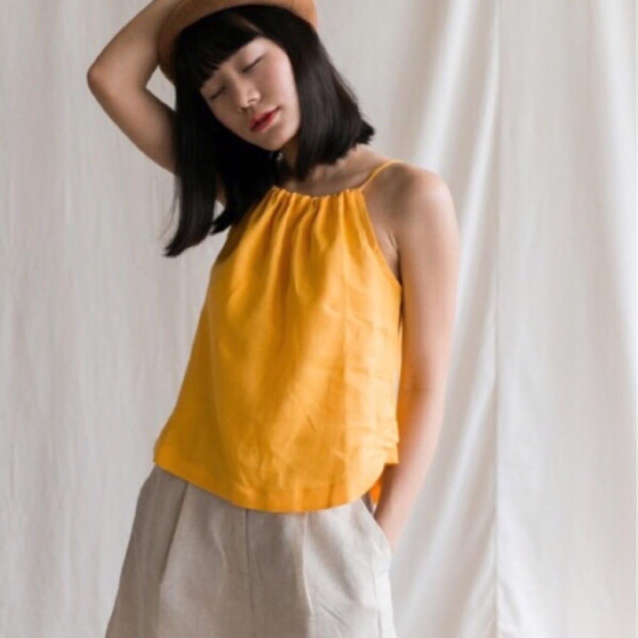 เสื้อสายเดี่ยวสีเหลือง