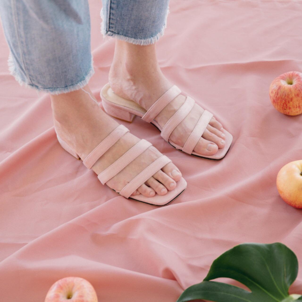 รองเท้าแตะสีชมพู