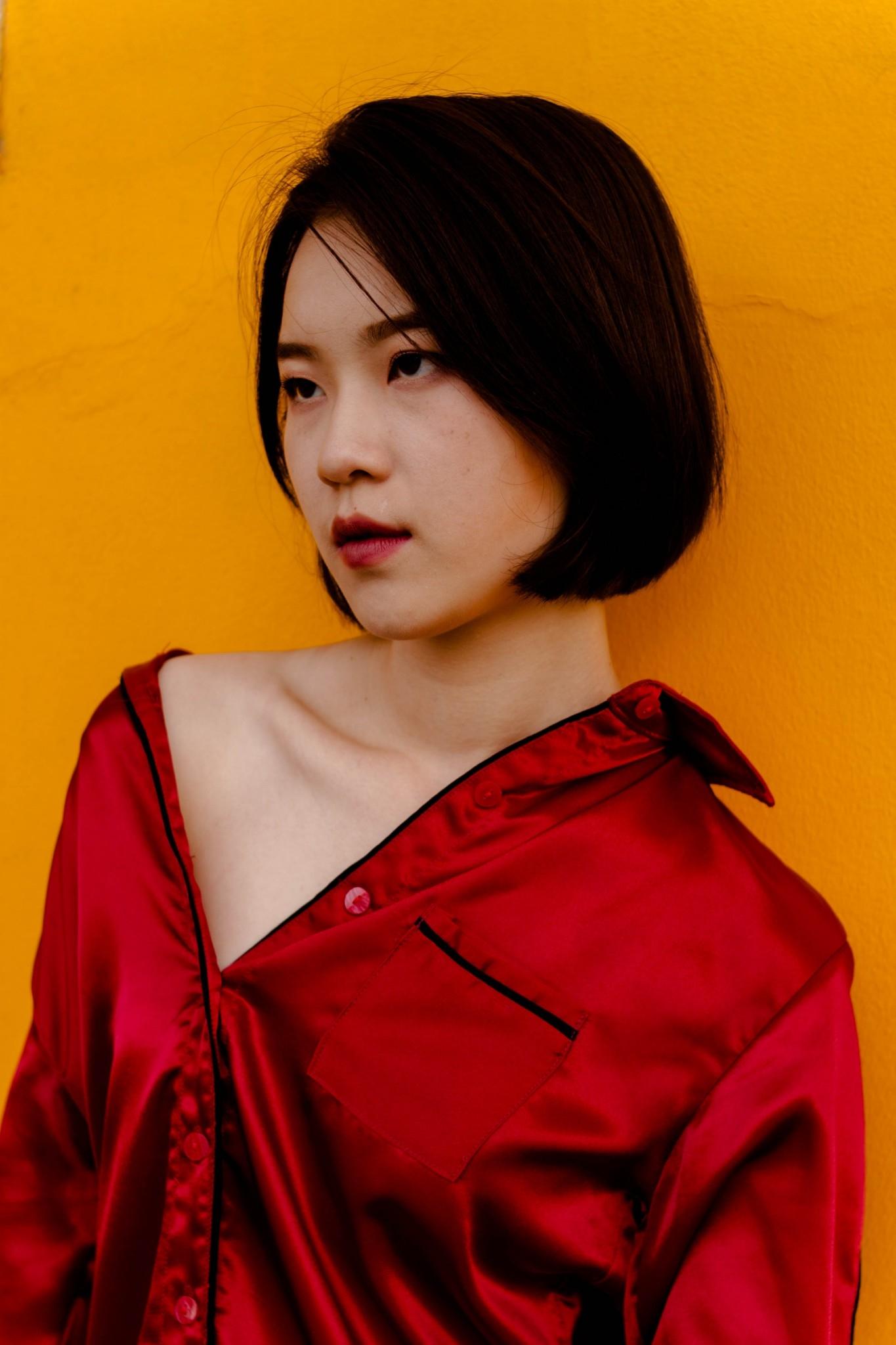 เสื้อเชิ้ตสีแดง