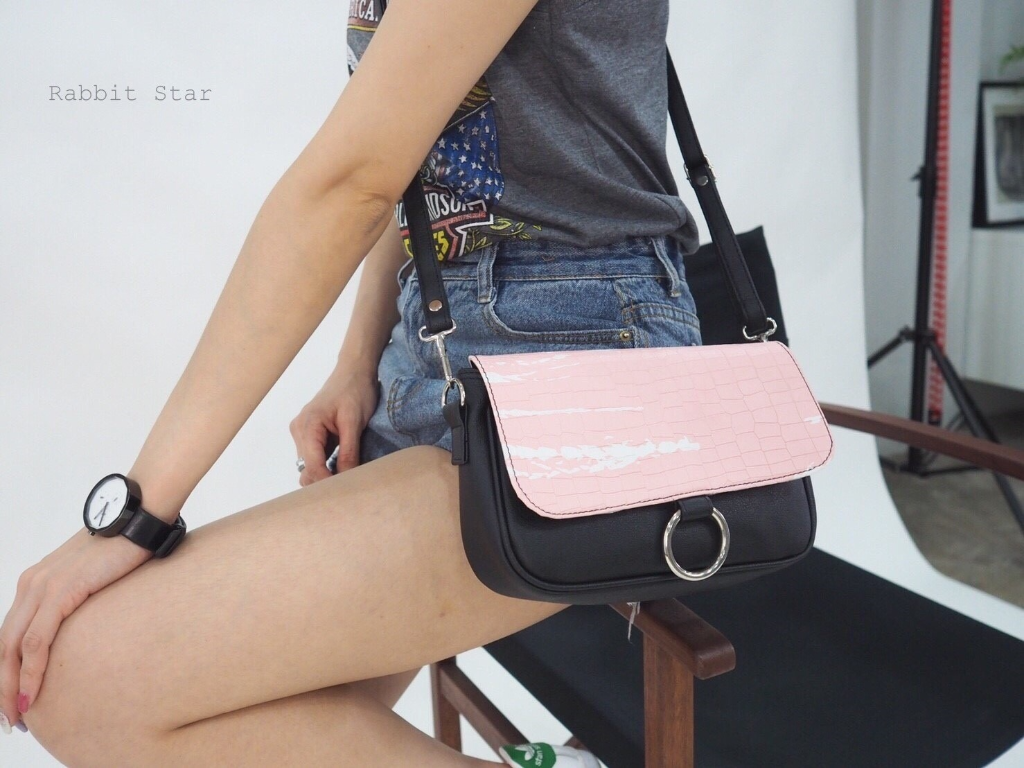 [ กระเป๋าสะพาย RBS1710 / Pink - 430 THB ]