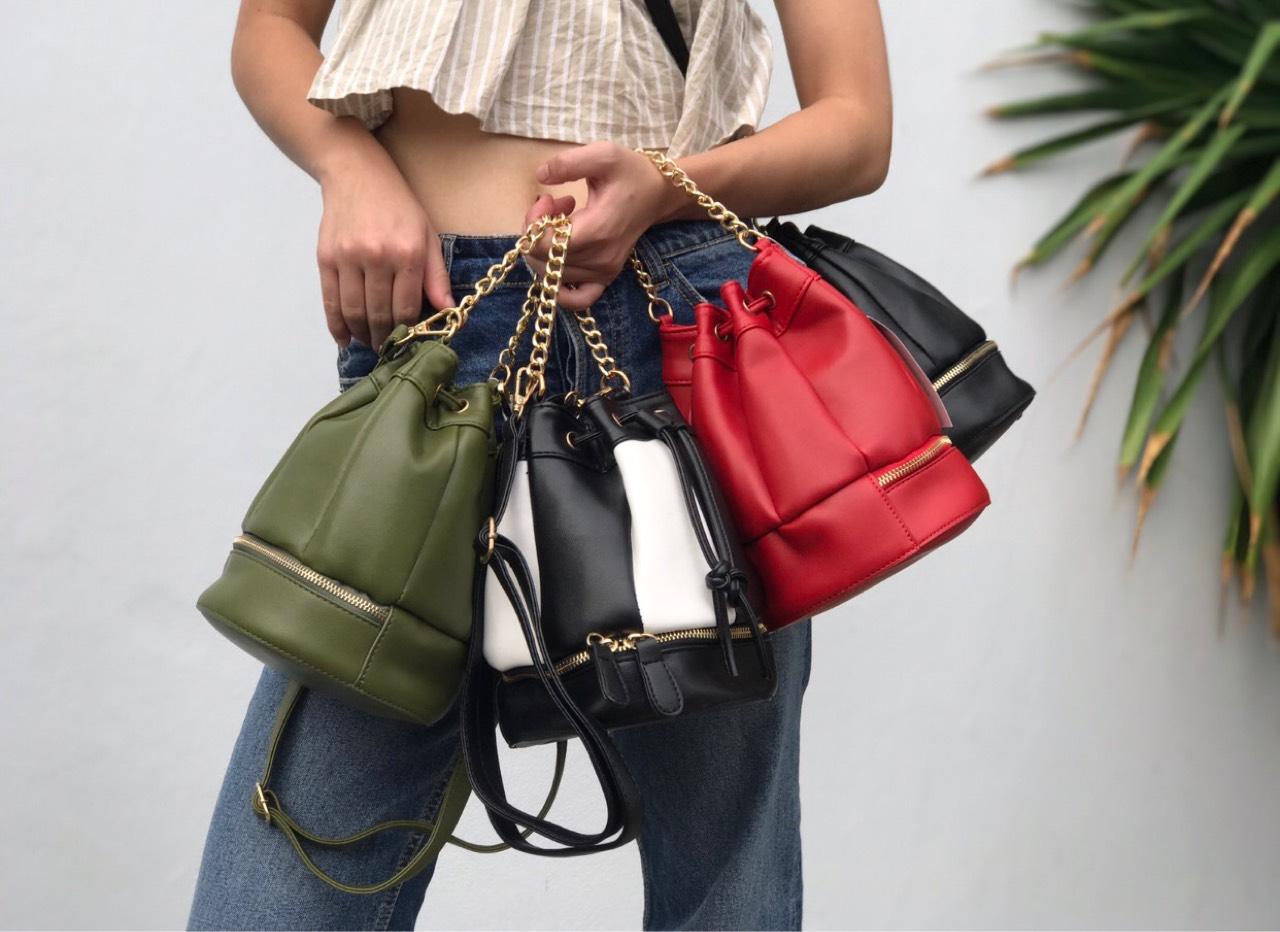 [ Zippy Bucket Bag - 590 THB ] ร้าน Eachanother