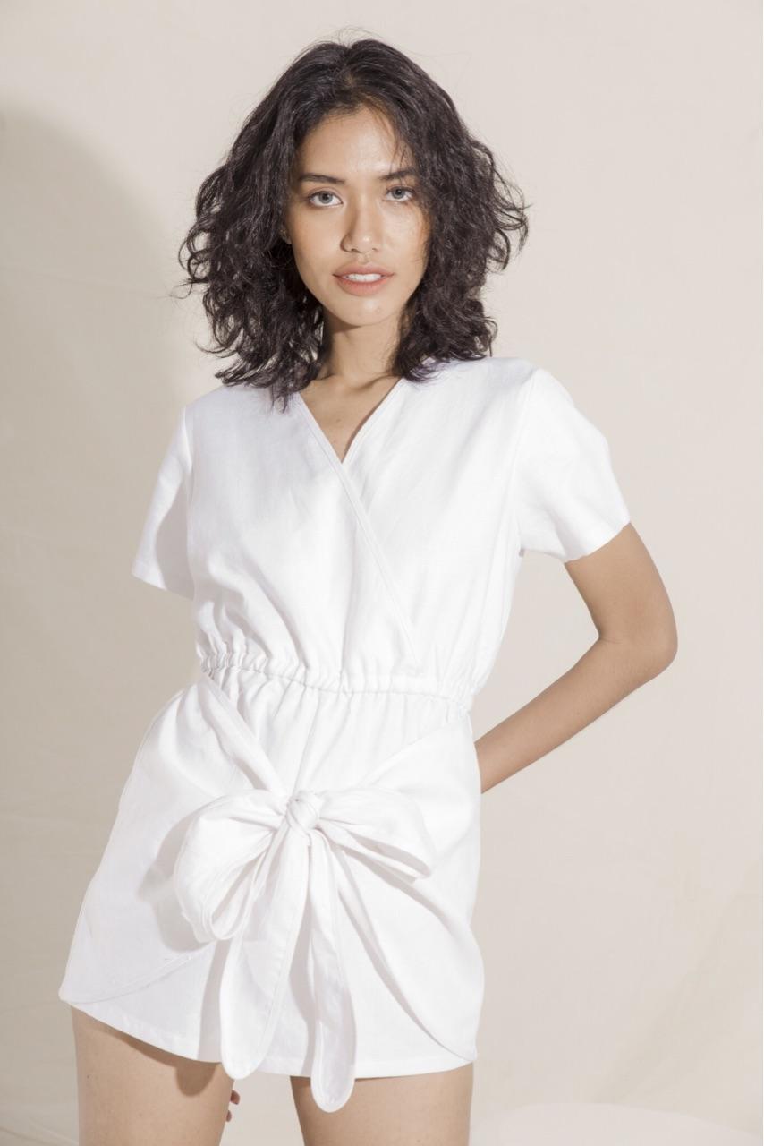 เสื้อผ้าสีขาว ดำ