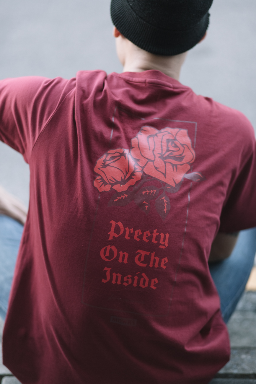 เสื้อยืด PREETY ON THE INSIDE : 550 THB - MADWORKS GLOTHING -