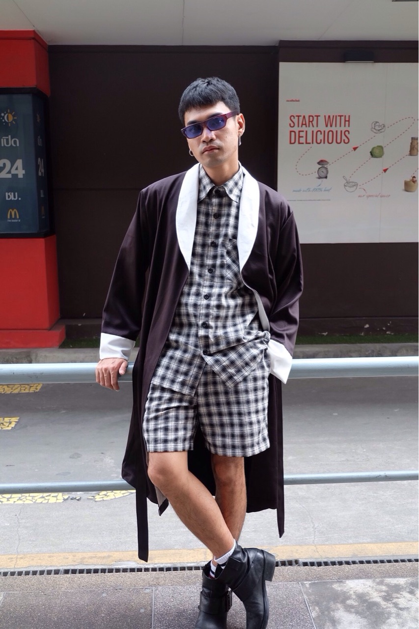 Black & White Robe : 1,290 THB