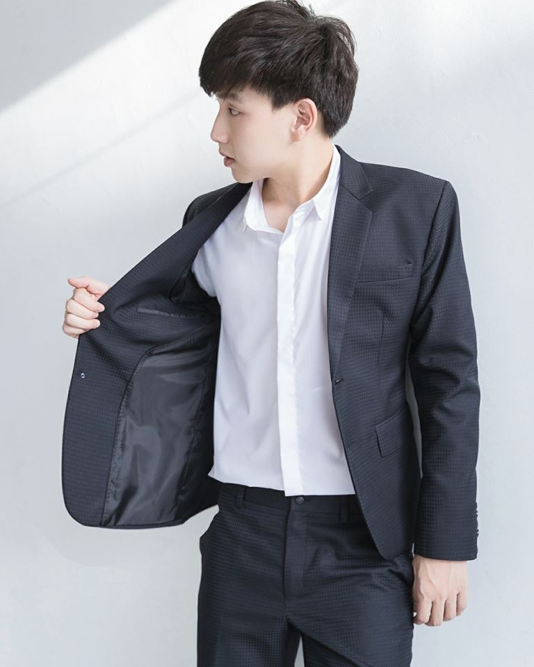 Black Geometric Suit : 4,790 THB