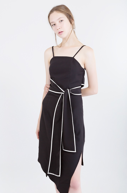 เดรสสายเดี่ยว Annette Bow Dress - 2,490 THB