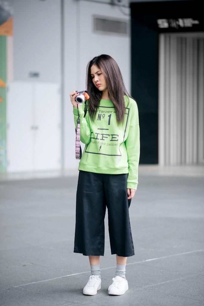 [ เสื้อยืดคอกลม แขนยาว Neon Green - 380 THB ]