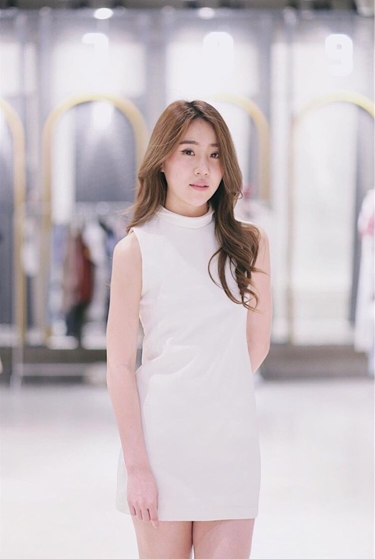 เดรสแขนกุด - Zoey Dress - 890 THB