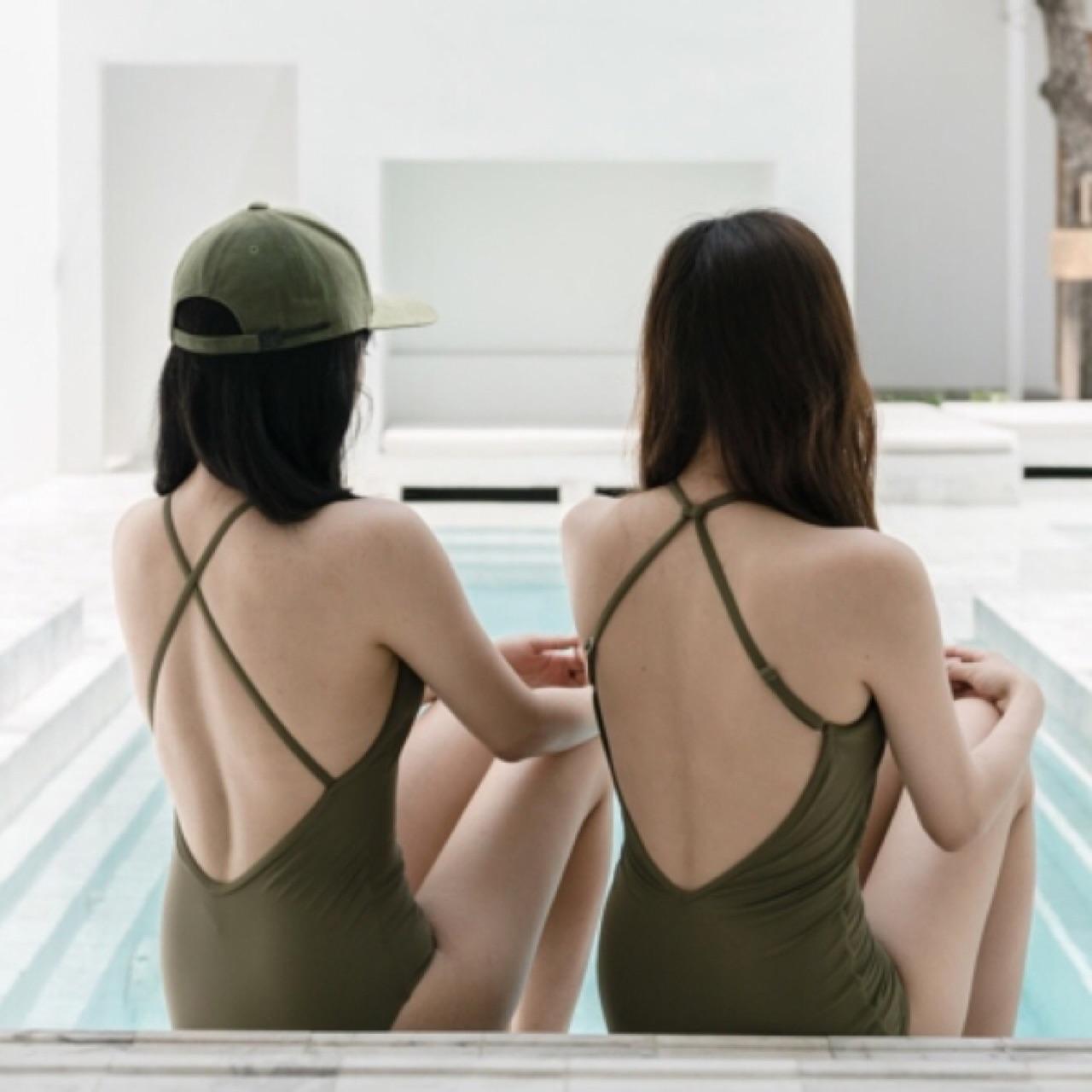 ชุดว่ายน้ำสีเขียว_1
