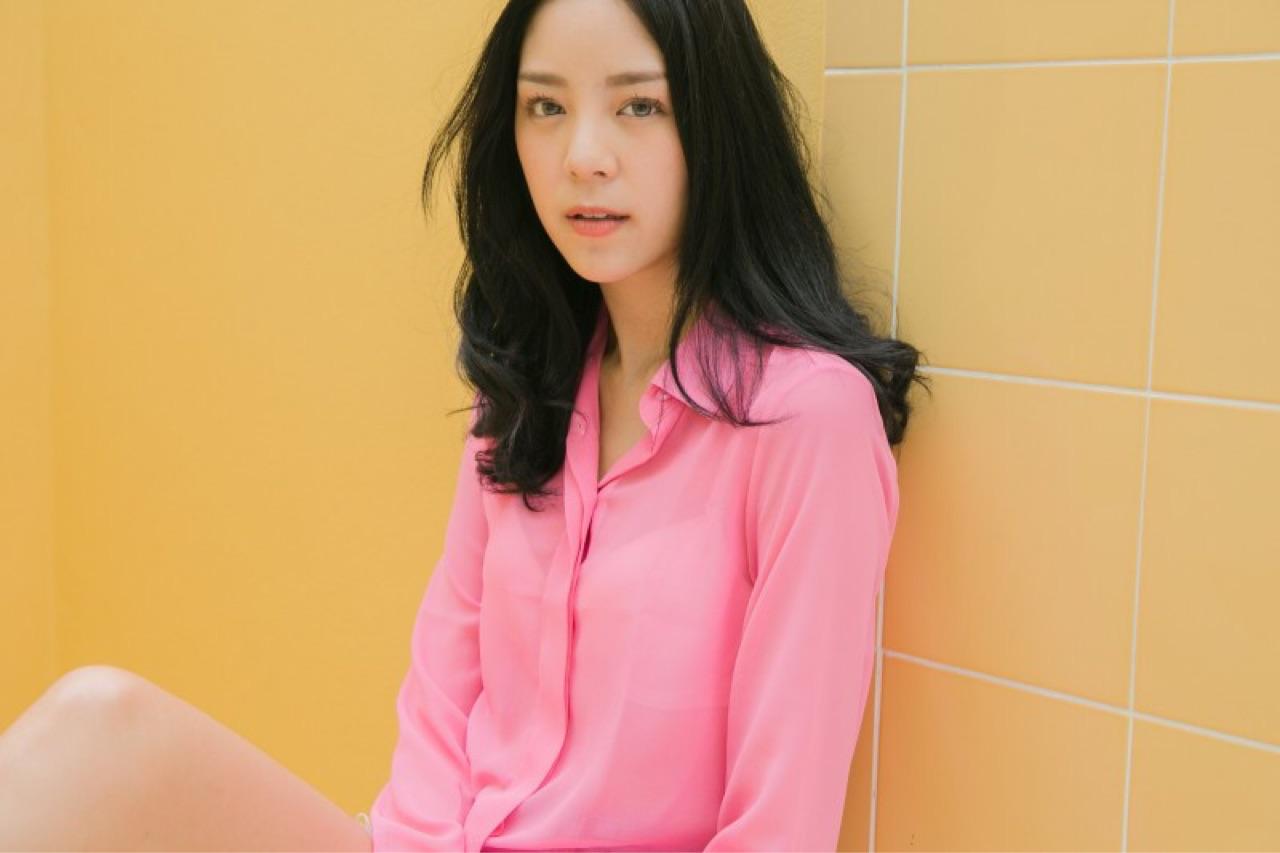 [ เสื้อเชิ้ตผ้าชีฟอง สี Pink - 590 THB ]