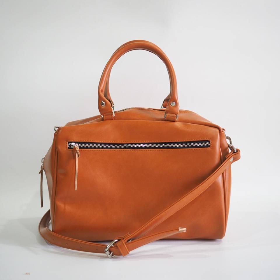 กระเป๋าสะพายสีส้มอิฐ