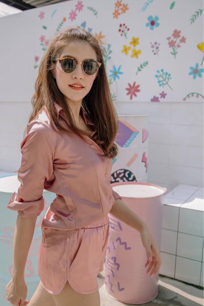 เสริมดวงวาสนา-เสื้อเชิ้ตสีชมพู