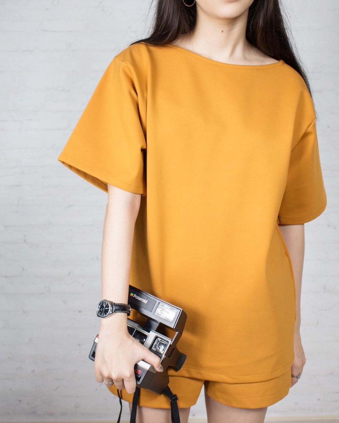 เสื้อแขนสั้นสีส้ม