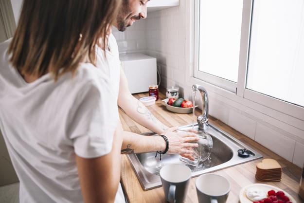 ผู้ชายทำงานบ้าน